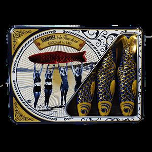 Sardines en chocolat au lait et à la Fleur de Sel dans une boîte de sardines métallique vintage