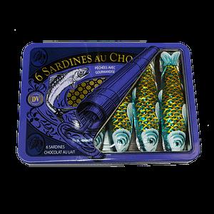 Sardines en chocolat au lait dans leur boîte métallique vintage